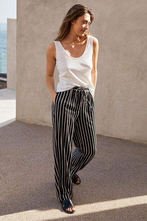 222021 - women - startpage - app tile banner - Pants - IMG (1)