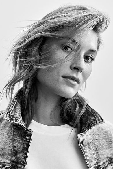 Denim_Fit_Guide_Straight_Relaxed_991EE1B335_903_Reshoot_0002_BW