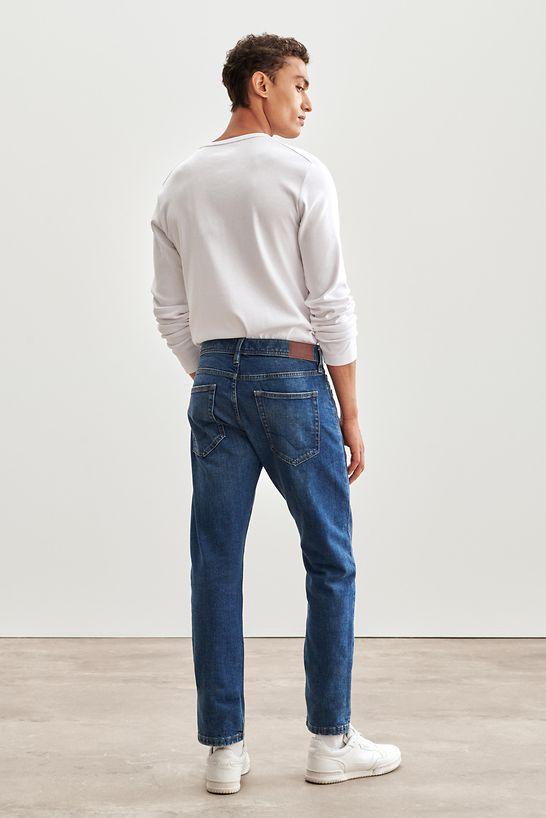 Jeans_Fit_Guide_Slim_990EE2B311_902_0082