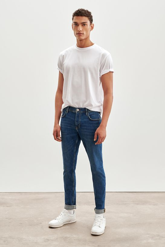 Jeans_Fit_Guide_Skinny_990CC2B304_902_0006_CRISTINA