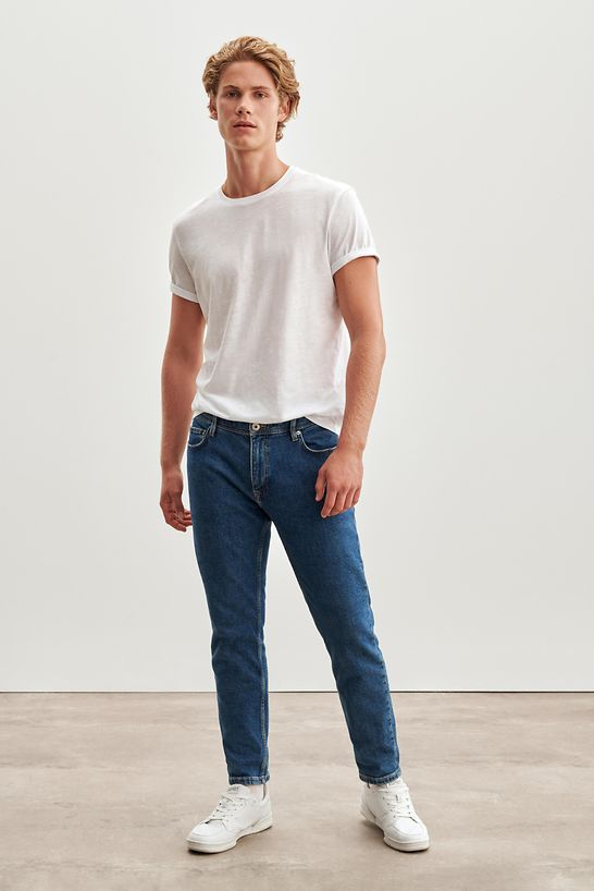 Jeans_Fit_Guide_Relaxed_Slim_990CC2B301_902_0136_CRISTINA