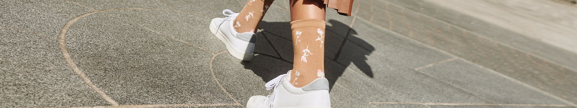 352021 - women - accessories - socks - tc banner - IMG