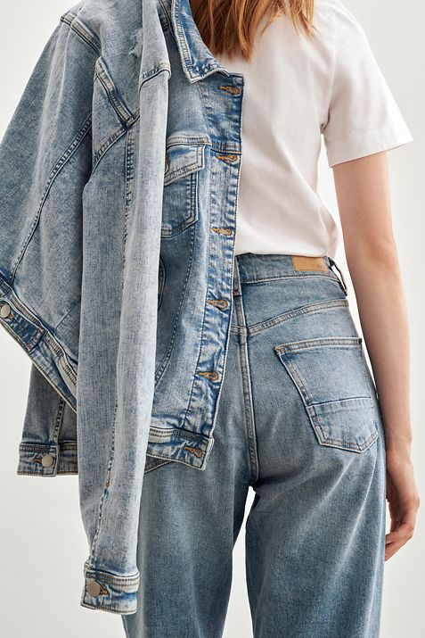 Denim_Fit_Guide_Straight_Relaxed_991EE1B335_903_Reshoot_0003